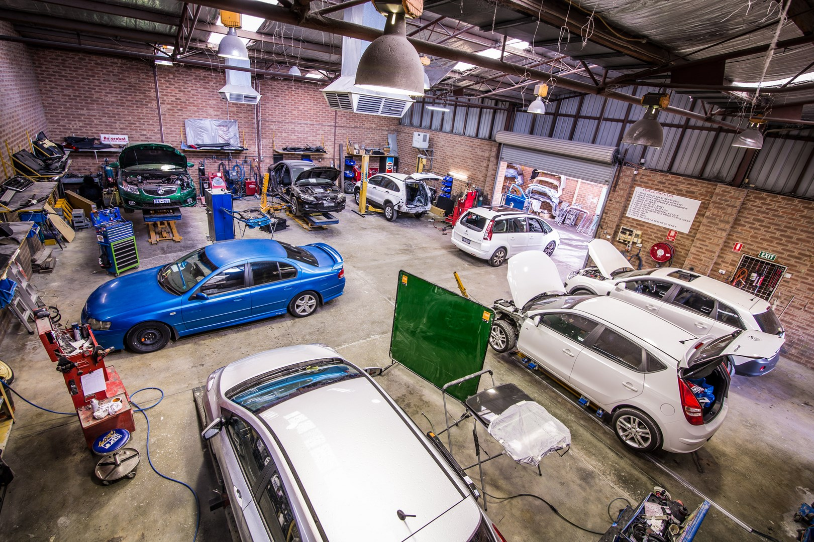 Design car repair workshop - However Minor Smash Repairs Brisbane Experts Have A Way Of Repairing Hopeless Dents That You Wouldn T Even Believe They Were There